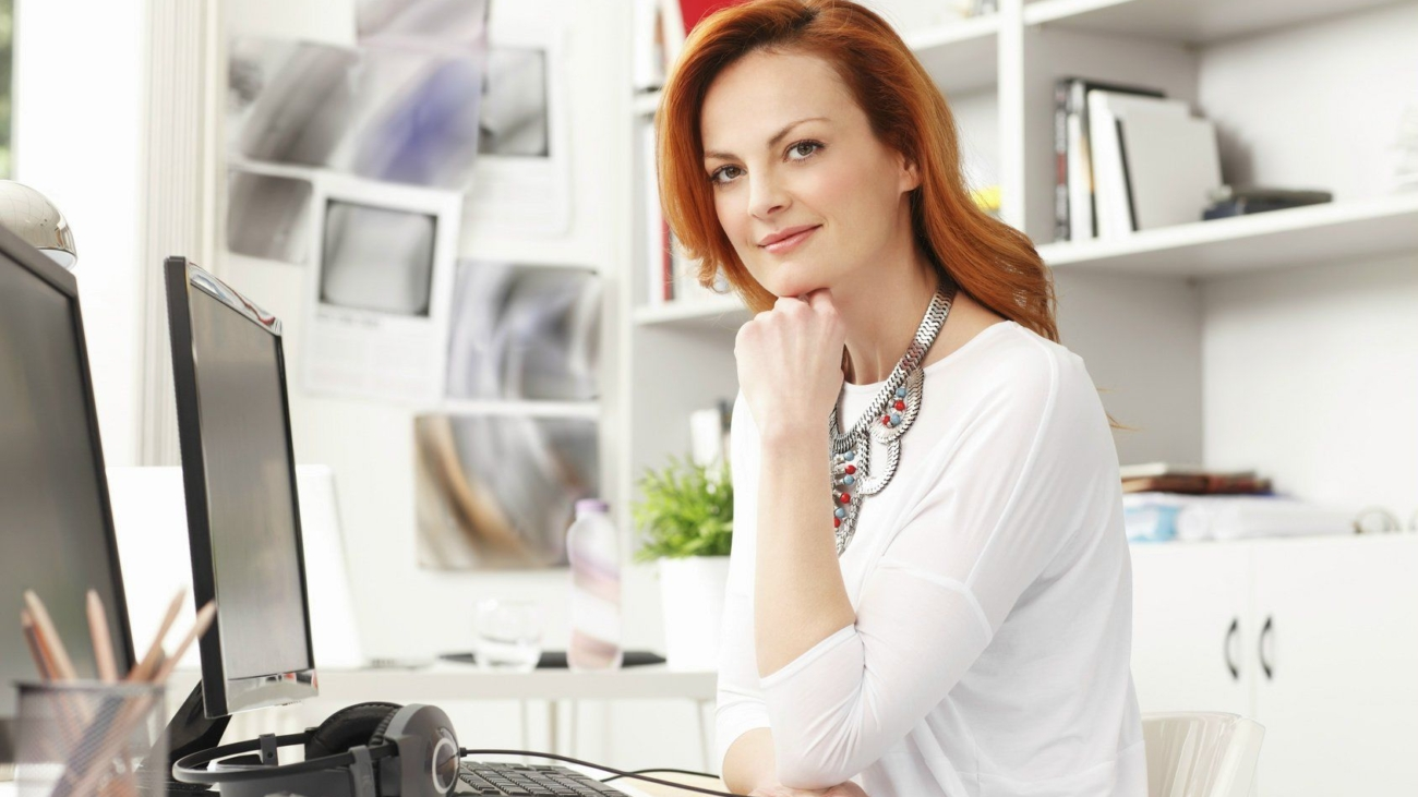 business-woman-in-home-office-business-woman