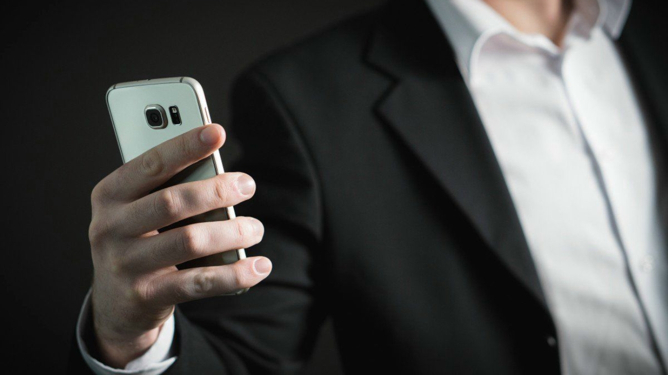 business_man_smartphone_phone_mobile_phone_busy_marketing_corporate-1187266-business-man