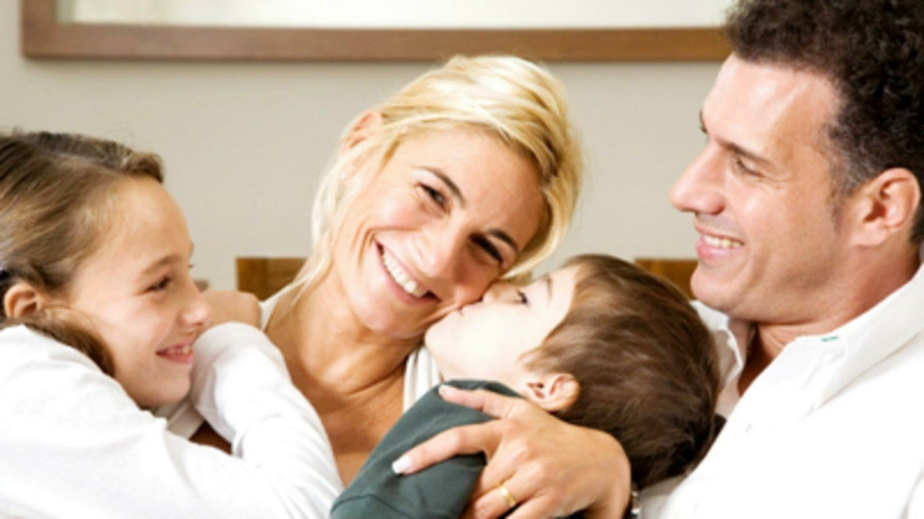 happy-family-couch-400x400-happy-family