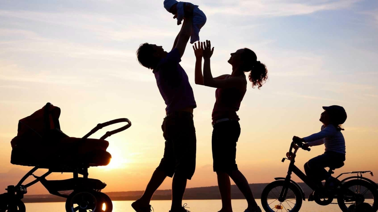 happy-family-silhouette-1-happy-family