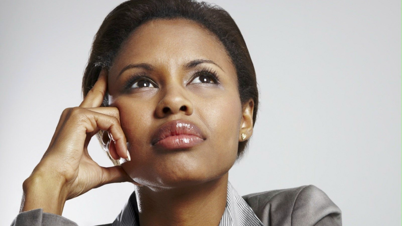young-african-american-business-woman-looking-away-in-a-thought-business-woman